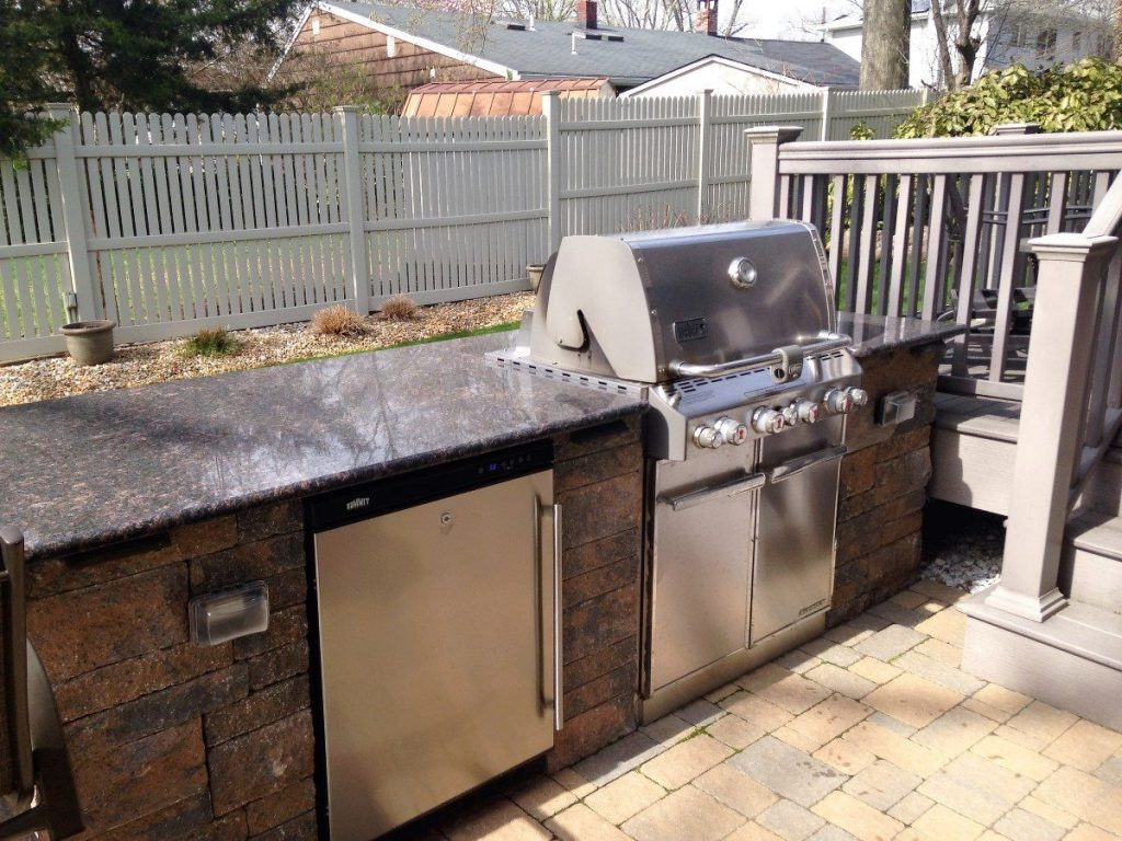 ... Outdoor Kitchen With Countertop And Brick Front Outdoor Bar ...