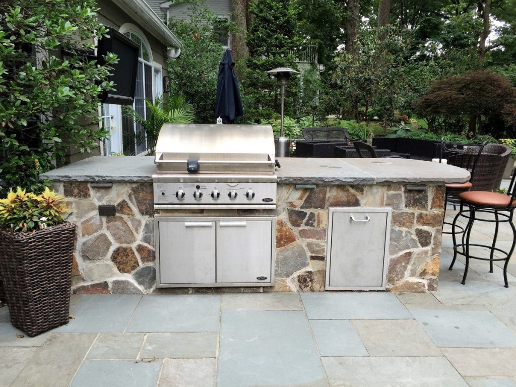 ... Outdoor Kitchen And Bar With Multi Color Stone ...